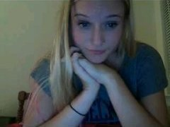 Busty blonde rubbing on Younow
