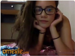 Nerdy teen masturbates on Omegle